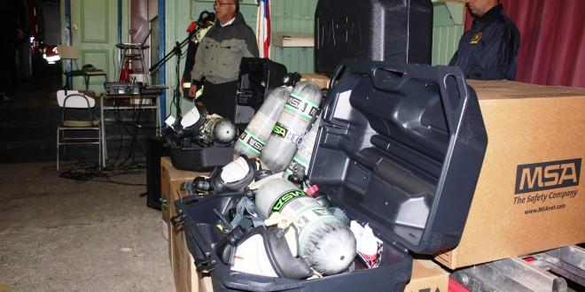 Bomberos de Dalcahue adquieren modernos equipos de respiración autónoma